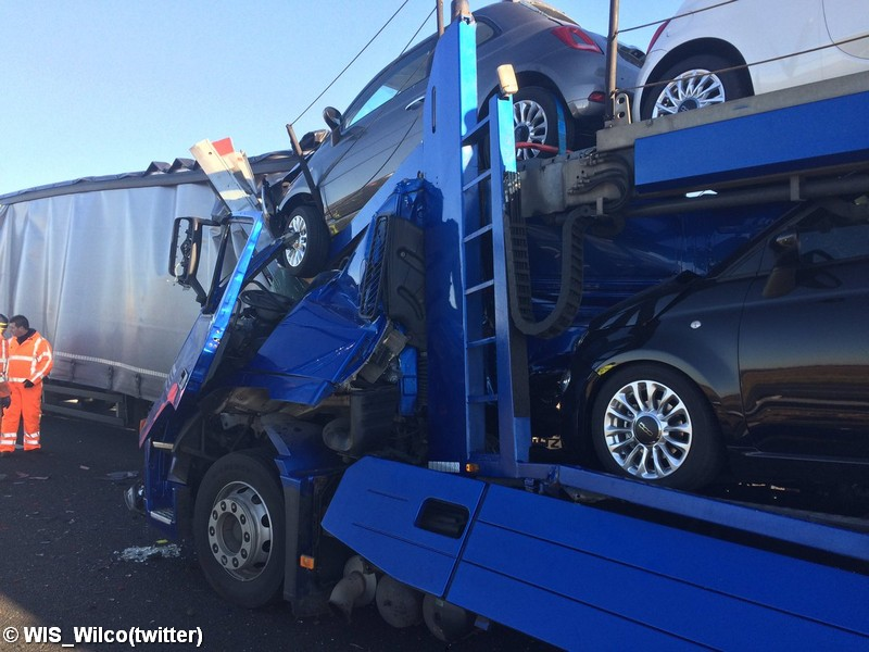 Ongeval met twee vrachtwagens op de A4 bij Woensdrecht