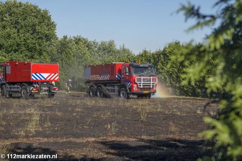 Grote haag in brand op sportpark in Hoogerheide