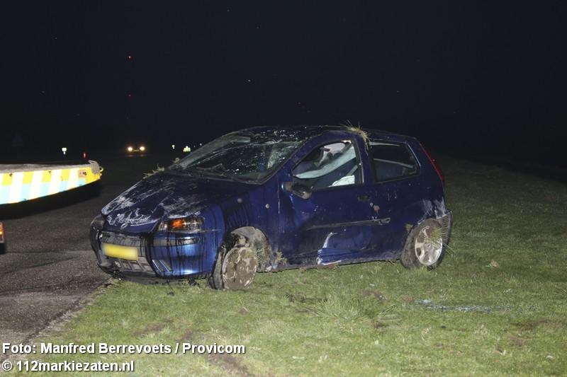 Auto ondersteboven na eenzijdig ongeval op Oesterdam