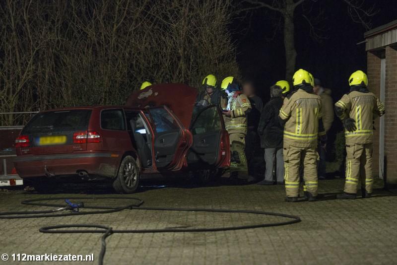 Auto in brand in Sint-Maartensdijk