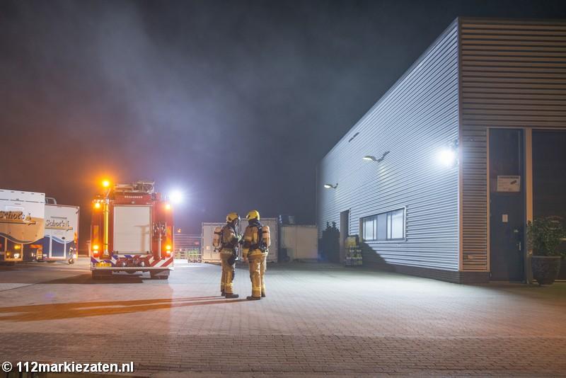 Rook uit dak van pand zorgt voor brandweerinzet in Tholen