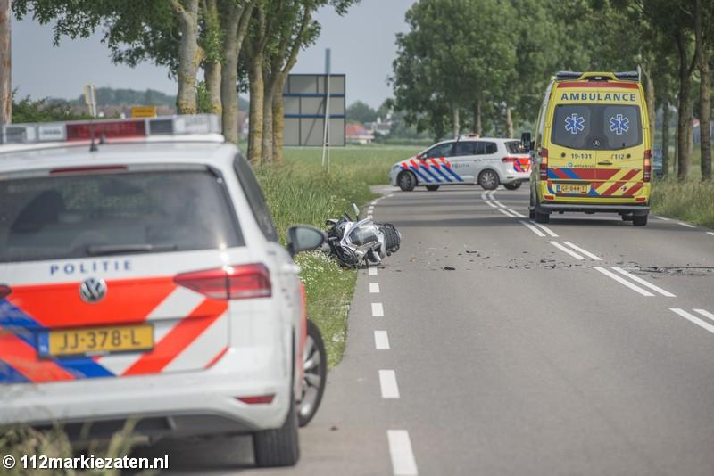 Motorrijder gewond door kerende automobilist