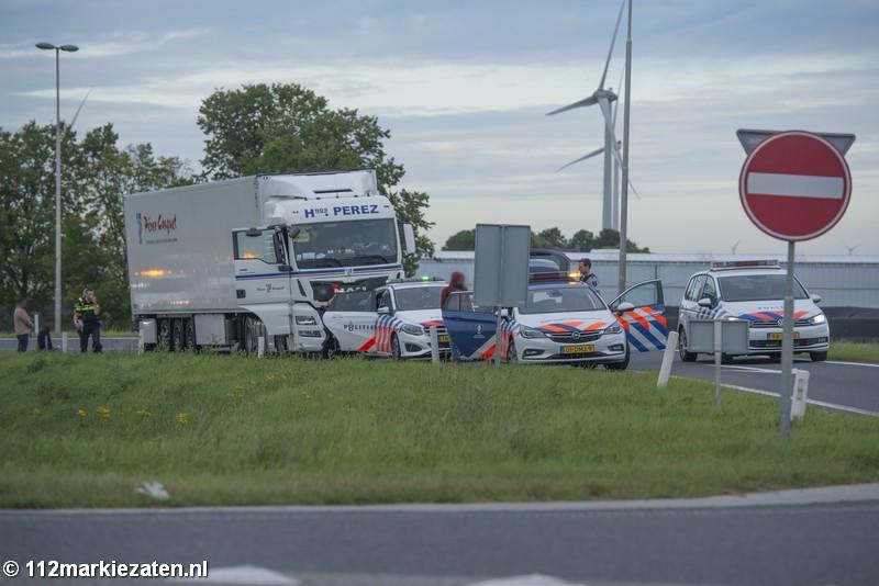 Vijf verstekelingen in vrachtwagen op A4 bij Dinteloord