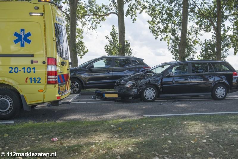 Gewonden bij ongeval tussen drie voertuigen bij Halsteren