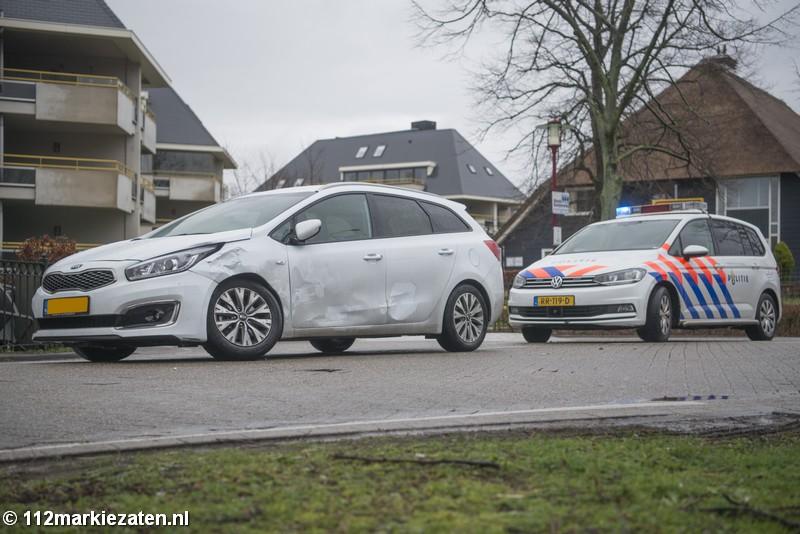 Schade bij aanrijding tussen auto en vrachtauto in Halsteren
