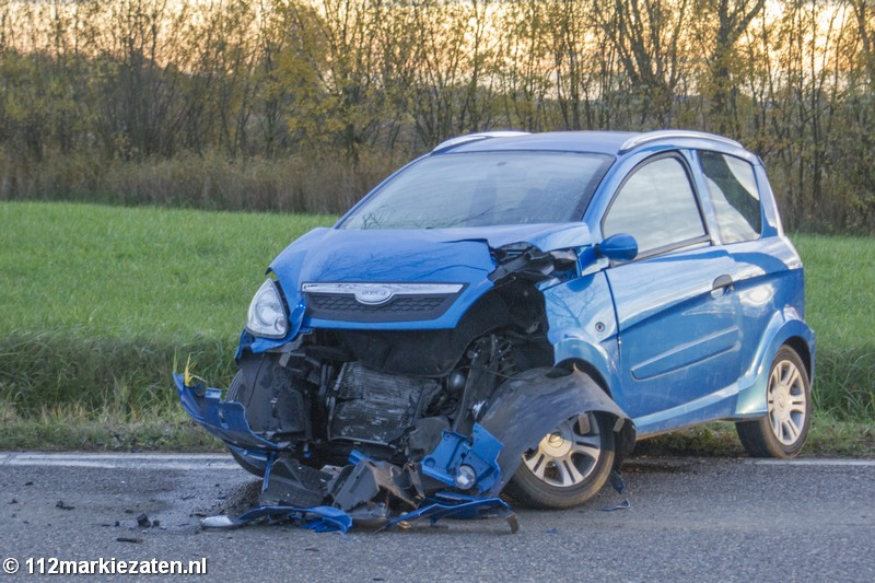 45 km auto zwaar beschadigd na ongeval op Tholenseweg