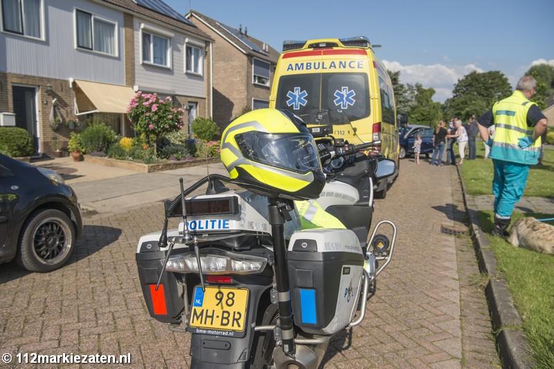 45km auto rijdt tegen geparkeerde auto in Oud-Vossemeer