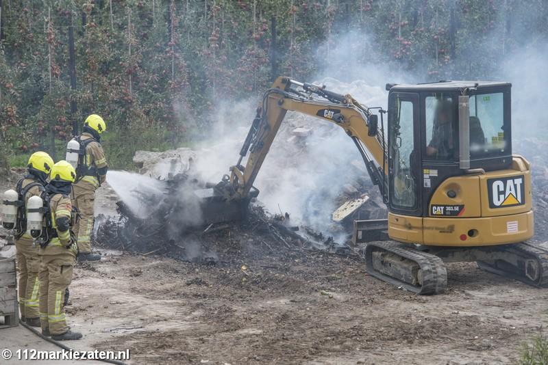 Brandweer blust buitenbrand in buitengebied Stavenisse