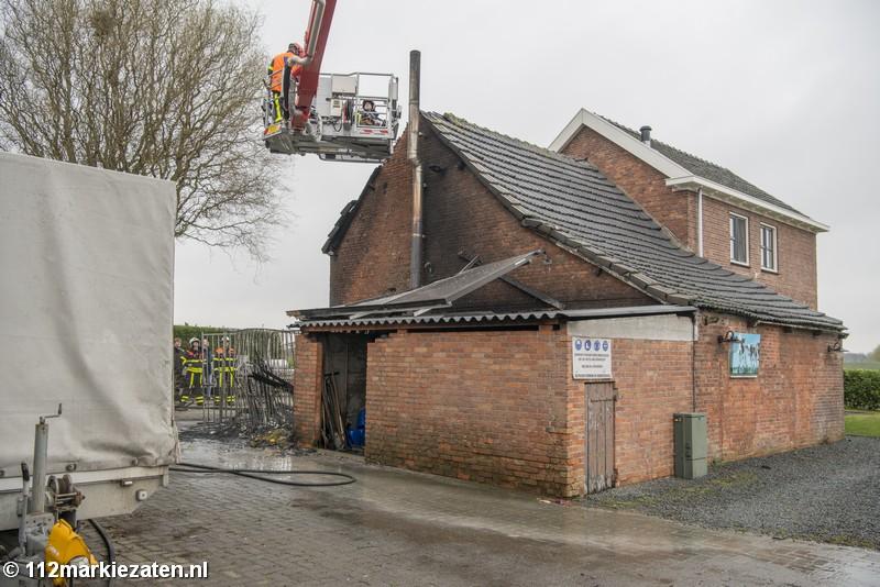 Uitslaande brand in aanbouw van woning in Steenbergen