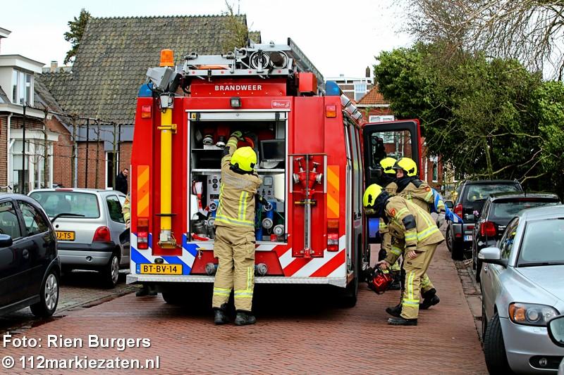Boom dreigt om te vallen aan de Molenvlietsestraat in Tholen