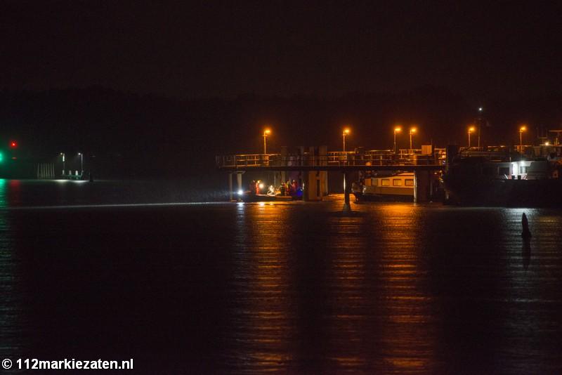 Koperdief probeert aan de politie te ontsnappen door haven Tholen in te zwemmen