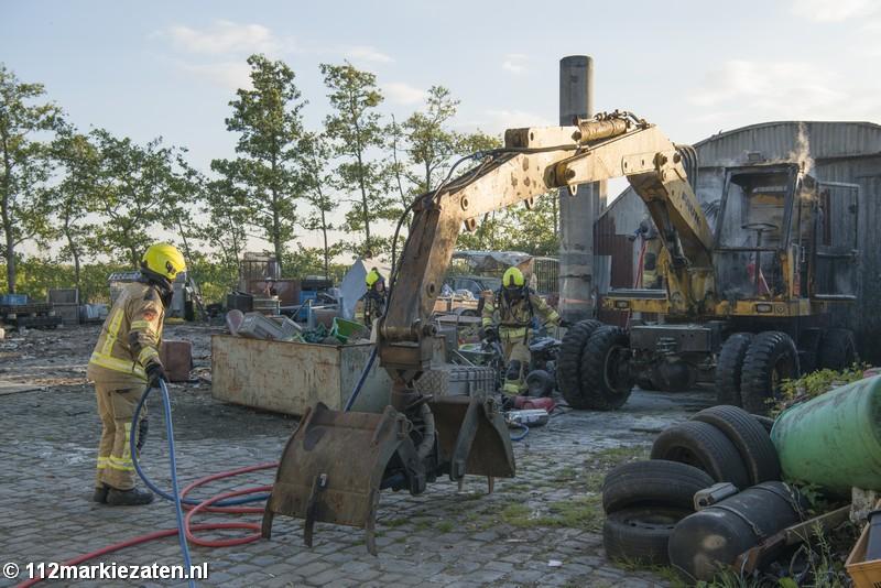 Graafmachine in brand gestoken op woonwagenkamp in Tholen