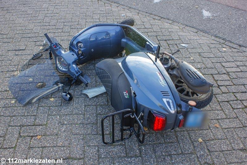Scooterrijdster gewond na aanrijding in Halsteren