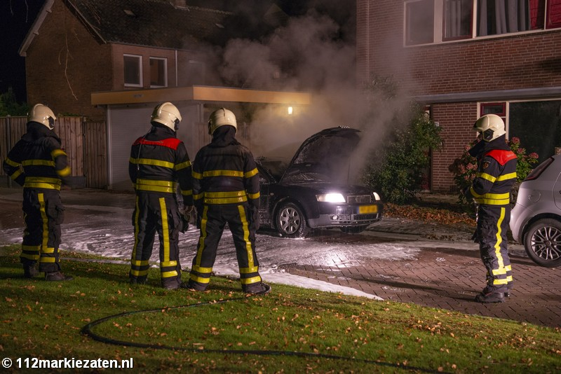 Personenauto uitgebrand in Halsteren