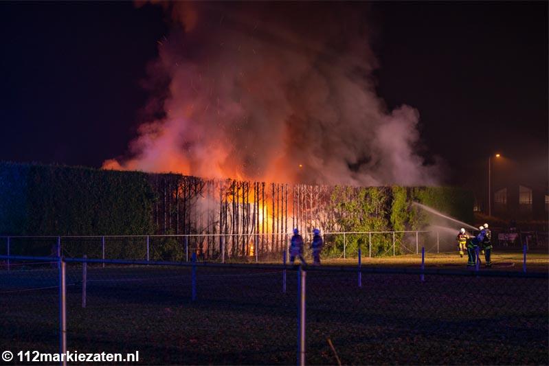 Grote brand in carport Hoogerheide, acht campers verloren