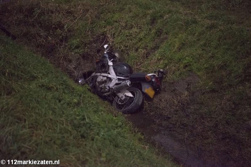 Motor belandt in de sloot bij ongeval Lepelstraat