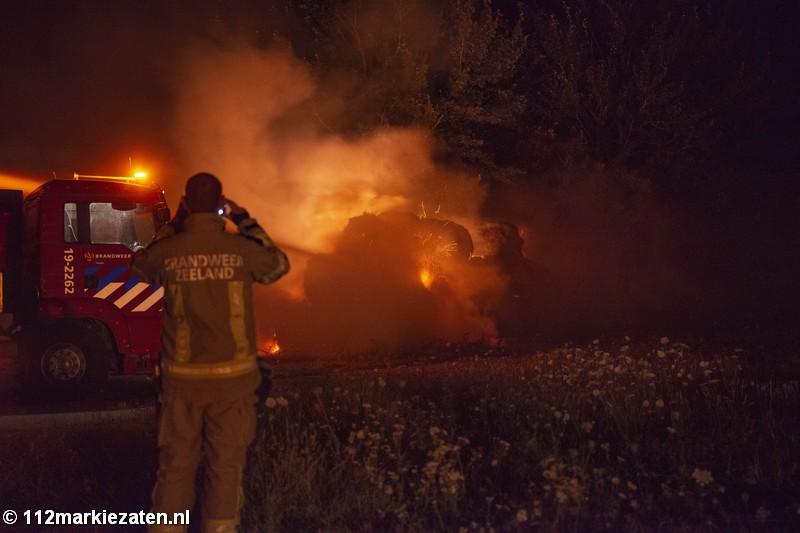 Veertig hooibalen in brand bij Oud-Vossemeer