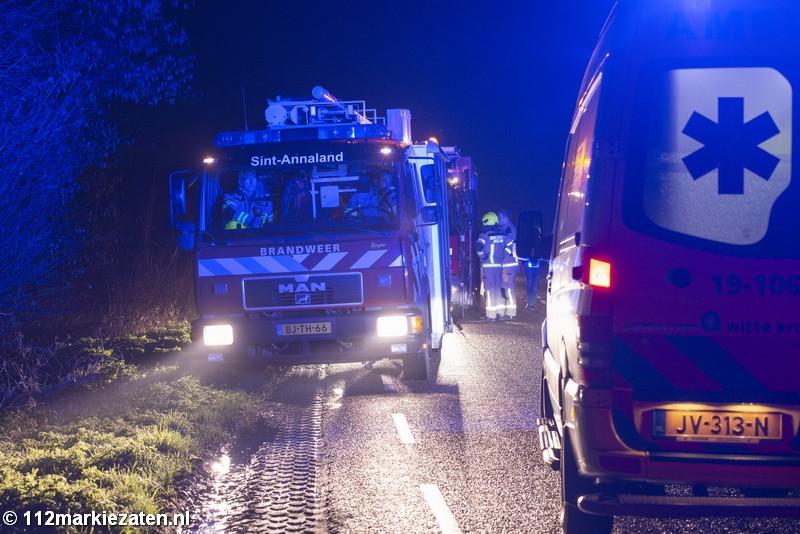 Auto van de dijk bij eenzijdig ongeval Poortvliet