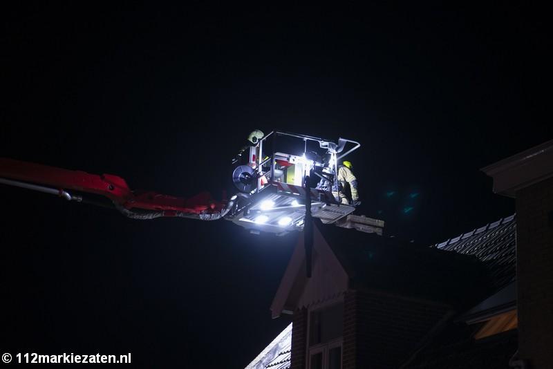 Brandweer blust schoorsteenbrand in Poortvliet