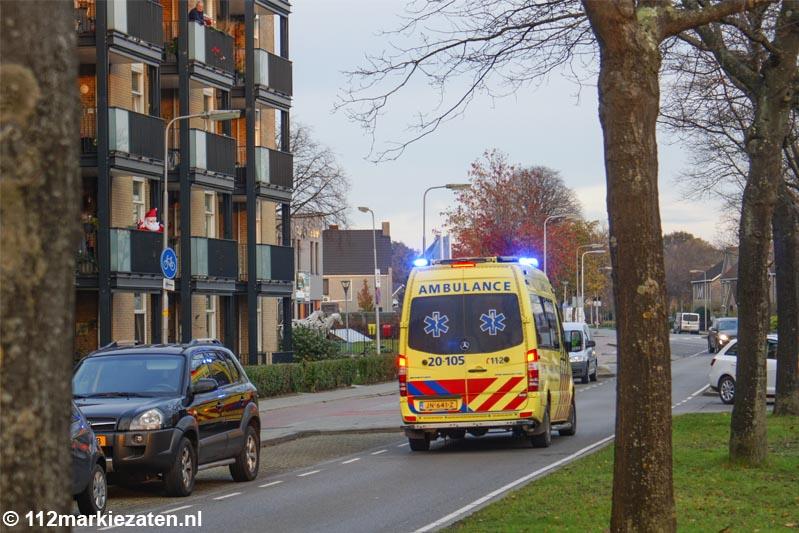 Voetganger met spoed naar het ziekenhuis na ongeval met scooter