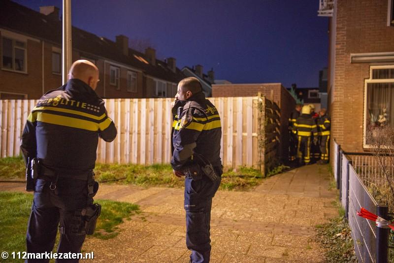 Brand in schuur Steenbergen, brandweer schaalt op naar middelbrand