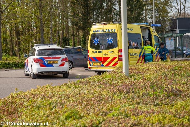 Auto en fietsster botsen op oversteekplaats Halsteren