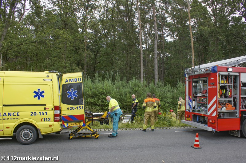 Vrouw door de brandweer uit haar voertuig gehaald na ongeval bij Halsteren