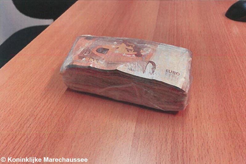 Roosendaler (30) met 21.000 euro op zak aangehouden na achtervolging