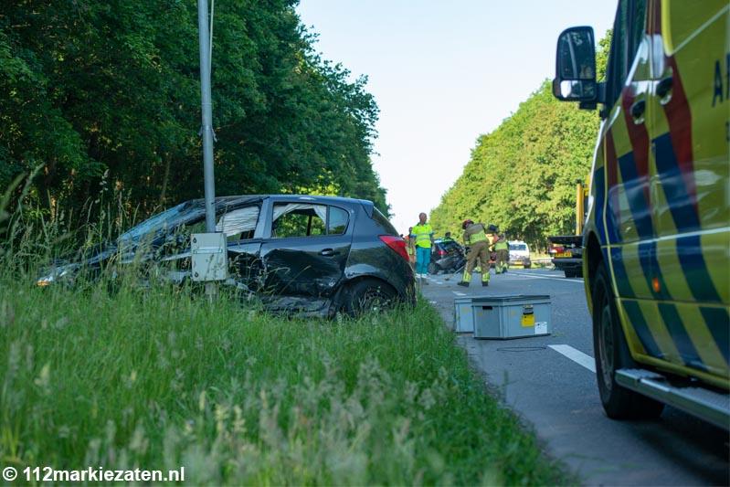 Vier voertuigen betrokken bij ongeval op de Eendrachtweg, meerdere gewonden