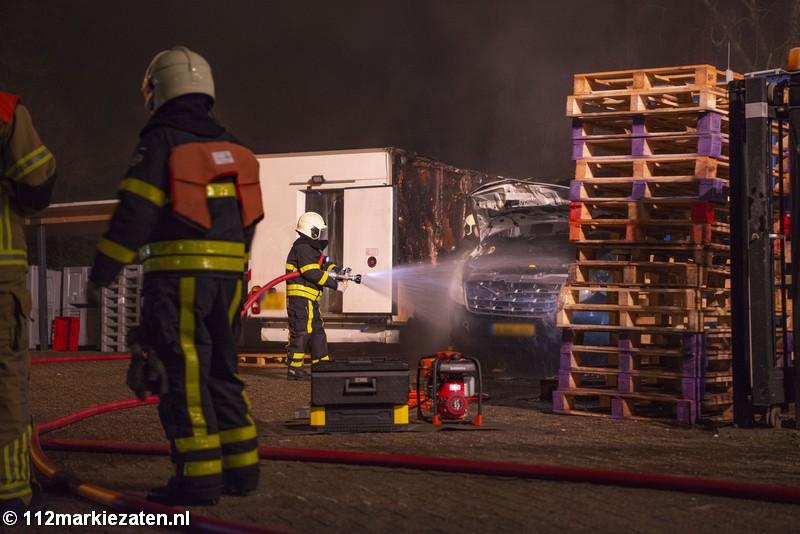 Politie start onderzoek naar brand twee koelbusjes bij Ossendrecht