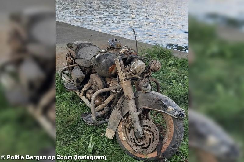 Harley-Davidson uit het Schelde-Rijnkanaal gehaald, politie zoekt eigenaar