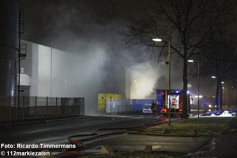 Grote brand bij recyclingbedrijf in Roosendaal