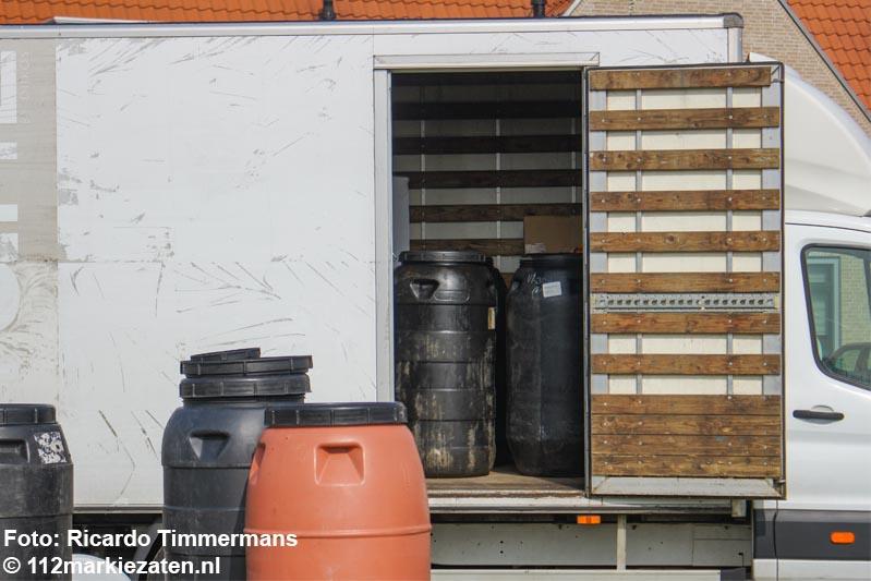 Vaten drugsafval aangetroffen in bestelbus op Havenplein Sint-Annaland