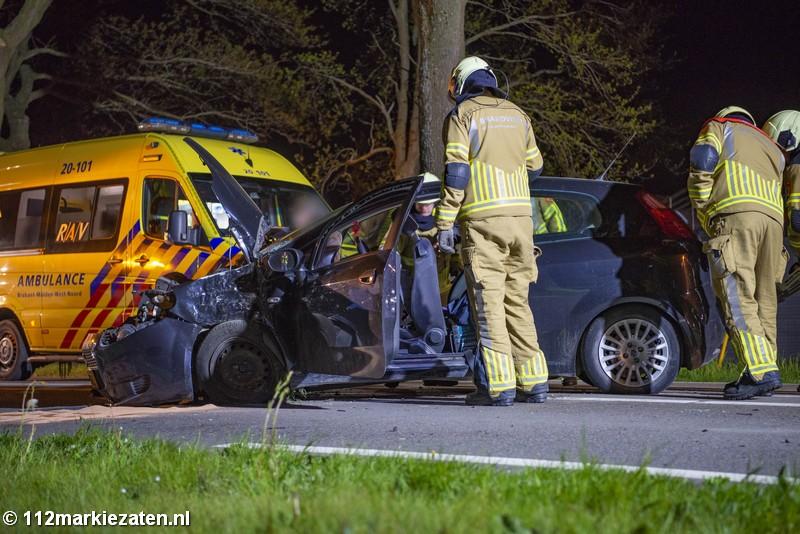 Auto eindigt tegen boom bij eenzijdig ongeval op de Halsterseweg