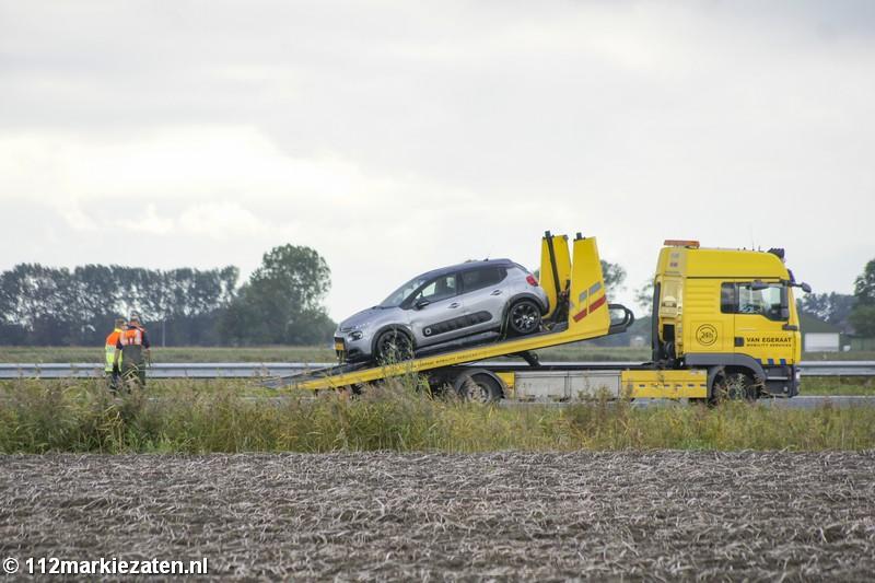 Gewonde bij ongeval op de A4 bij Steenbergen; auto in de sloot